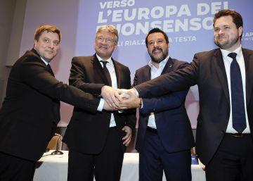 El primer ministro italiano, Matteo Salvini, junto a sus socios: Olli Kotro, de Verdaderos Finlandeses; Joerg Meuthen, de Alternativa para Alemania y Anders Vistisen, del Partido Popular Danés.