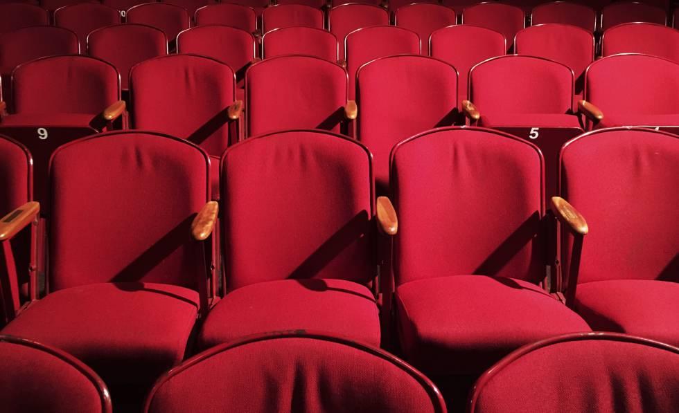 Las butacas de una sala de teatro.