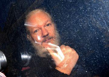 El fundador de WikiLeaks, Julian Assange, tras su detención en Londres.