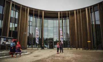 El Sajos, edificio del Parlamento sami, construido en Inari (Laponia, Finlandia) con fondos de la UE, el 11 de abril de 2019.