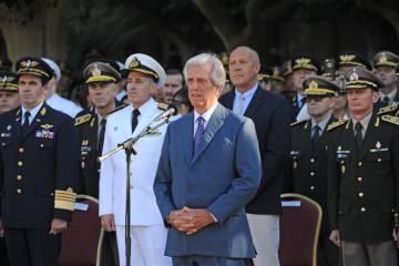 Tabaré Vázquez  habla durante la ceremonia de asunción del nuevo jefe del Ejército, José Ariel González, el 18 de marzo pasado.