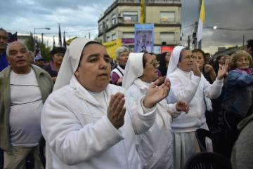 Religiosas participan de la misa en honor a Angelelli.