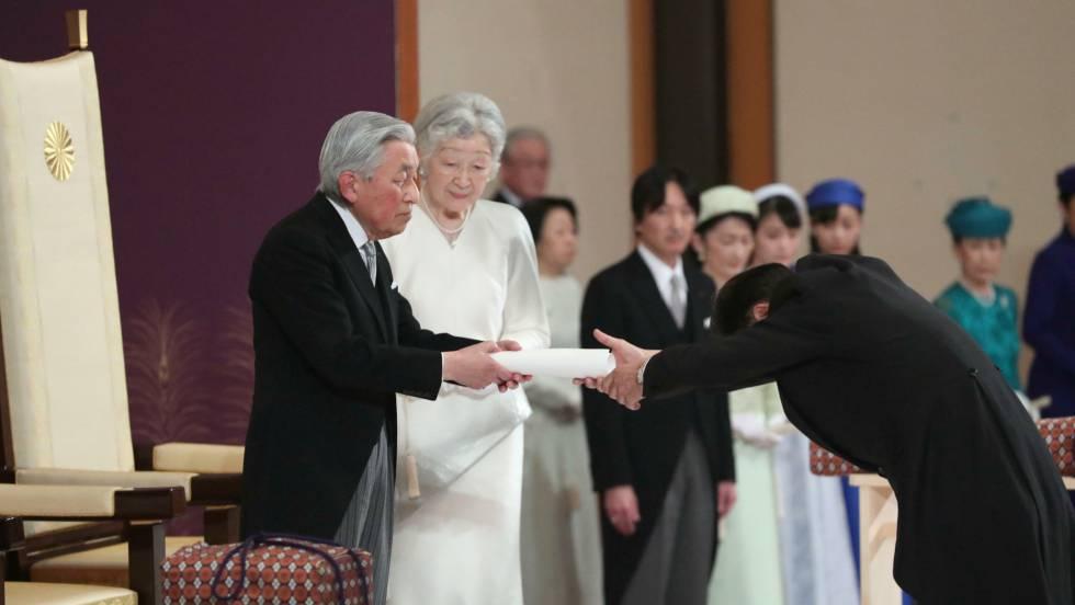 O imperador japonês Akihito em sua cerimônia de abdicación nesta terça-feira em Tóquio.