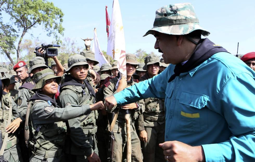 Maduro cumprimenta os militares de um centro de treinamento no Estado de Cojedes.