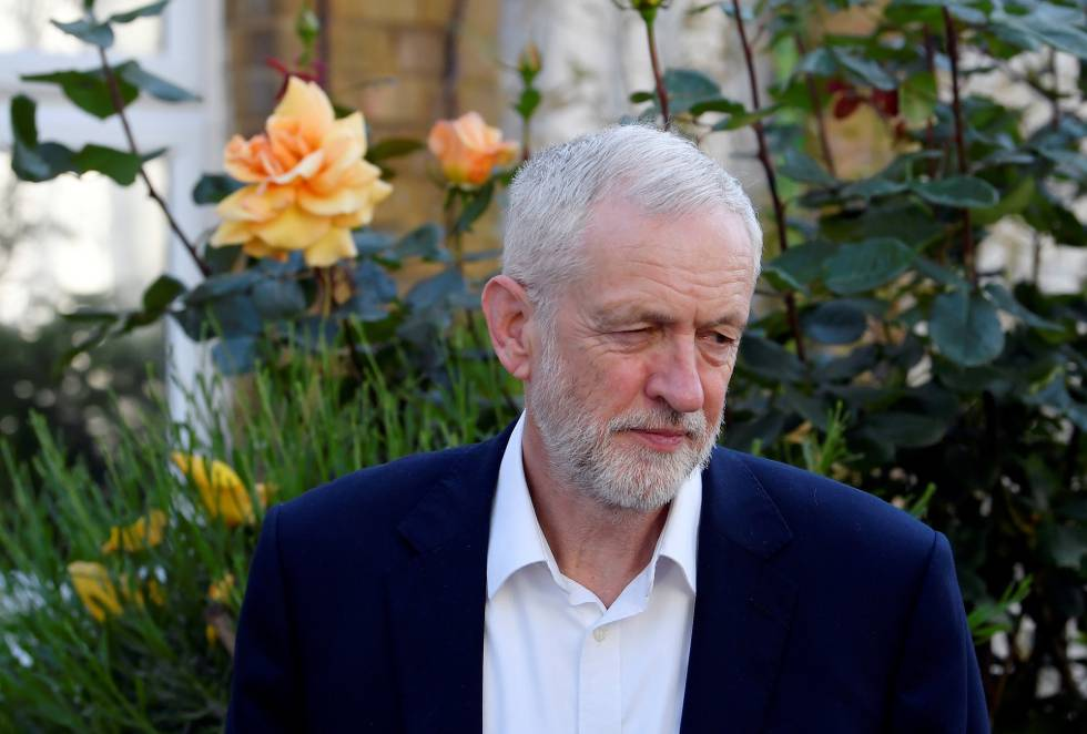 Jeremy Corbyn, a las puertas de su casa en Londres.
