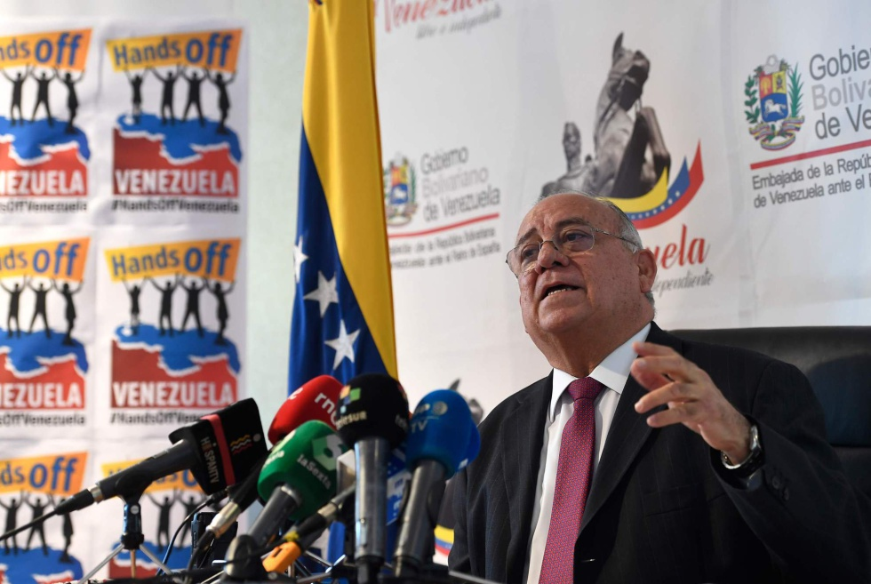 Mario Isea durante la rueda de prensa en la embajada de Venezuela en Madrid para denunciar las sanciones económicas.