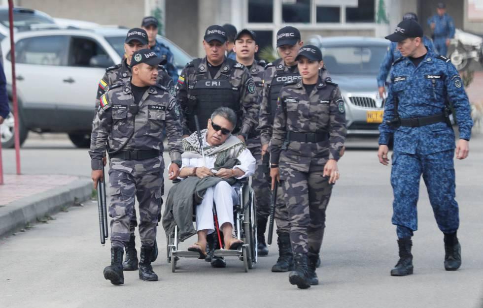 El exjefe guerrillero Jesús Santrich, a la salida de la cárcel La Picota.