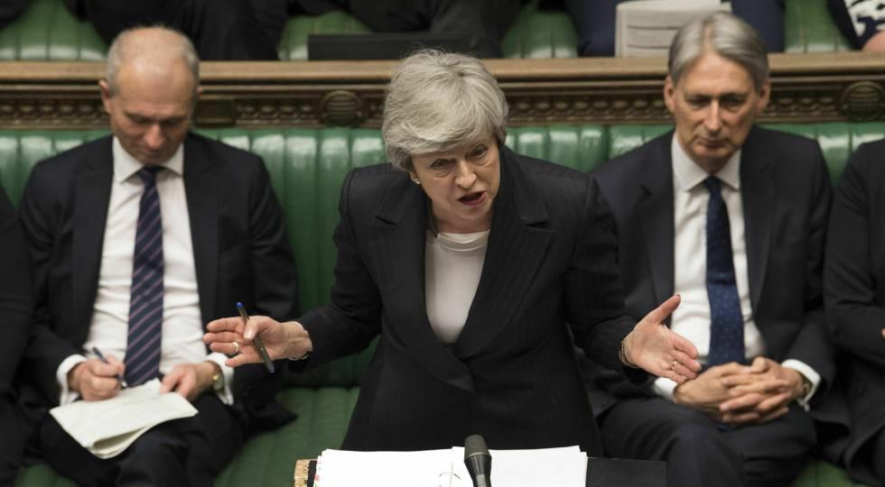 La primera ministra británica Theresa May interviene este miércoles en la sesión de control del Parlamento.