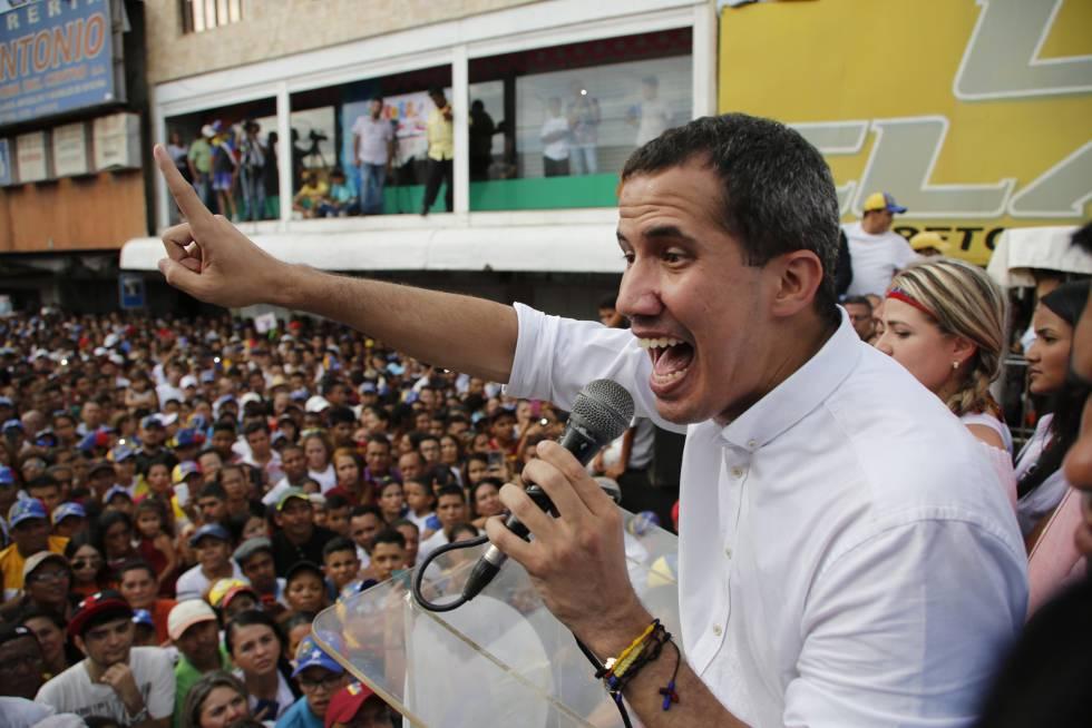 El líder opositor Juan Guaidó en un acto con sus seguidores en Carora (Venezuela).