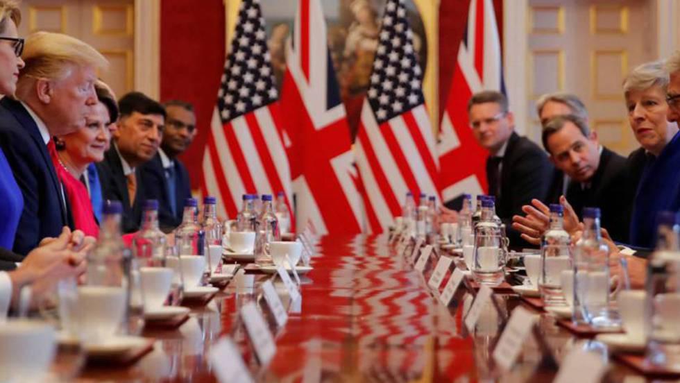 Encontro do presidente dos EUA, Donald Trump, com a primeira-ministra Theresa May e um grupo de empresários nesta terça-feira em Londres. No vídeo, coletiva de imprensa de May e Trump.