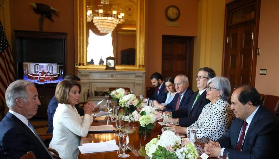 Nancy Pelosi se reúne con la delegación mexicana.