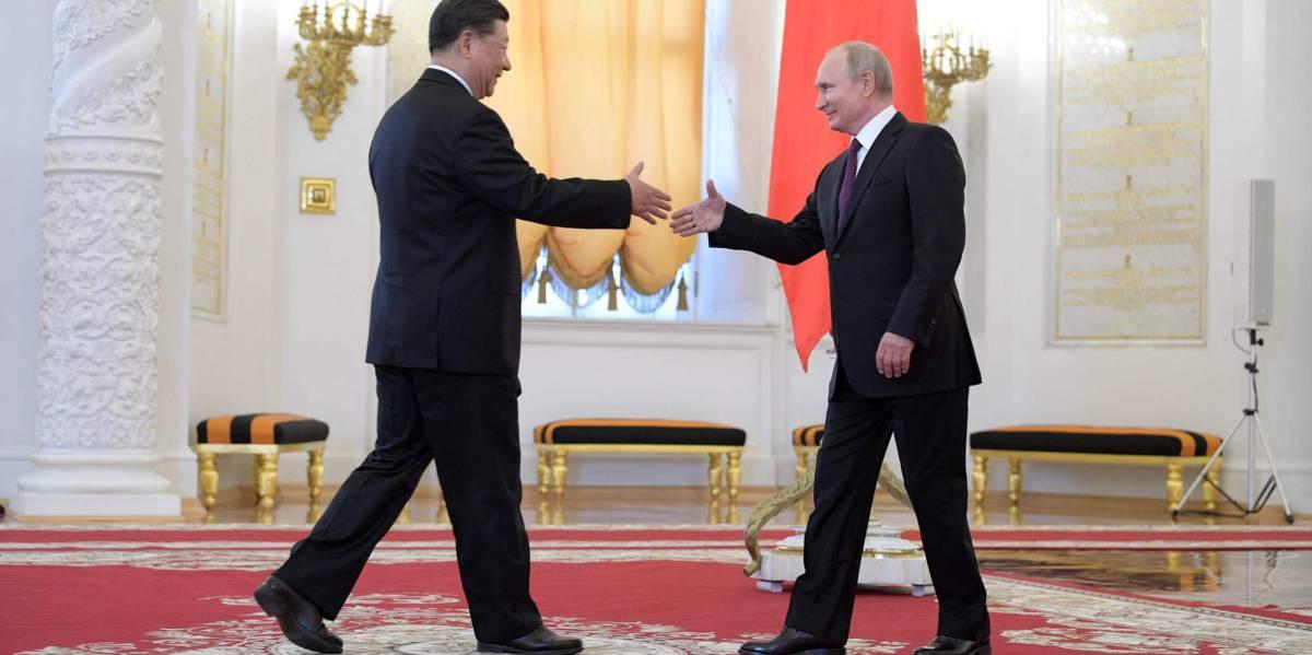 El presidente ruso, Vladímir Putin, recibe a su homólogo chino, Xi Jinping, en el Kremlin de Moscú, este miércoles.