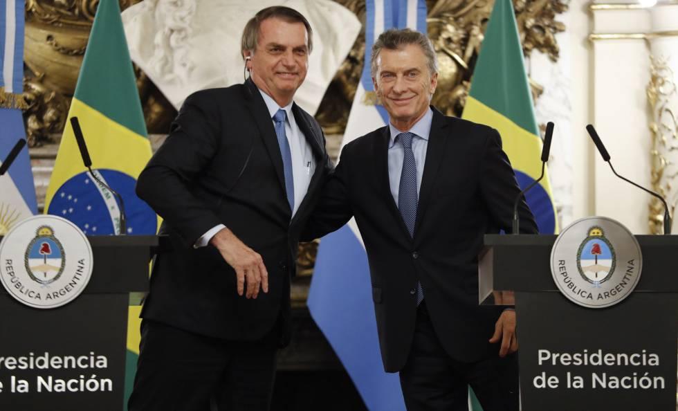 O presidente do Brasil, Jair Bolsonaro, com o seu homólogo argentino, Mauricio Macri, nesta quinta-feira em Buenos Aires.