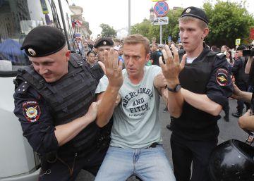 Más de 200 detenidos en una protesta por la libertad de prensa en Moscú
