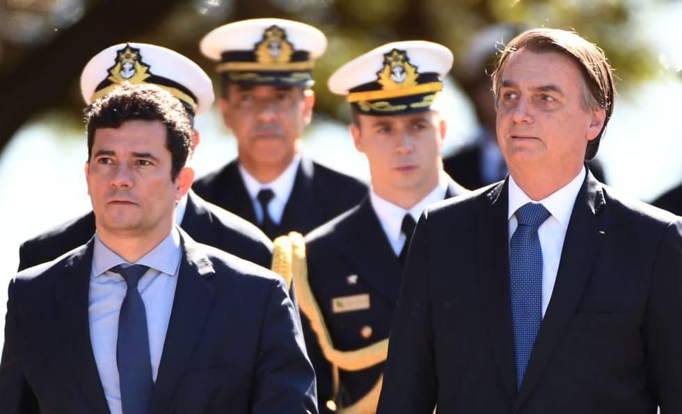 El presidente brasileño Jair Bolsonaro y su ministro de Justicia Sergio Moro, este martes.