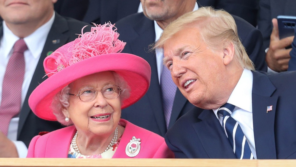 La Reina Isabel II con el presidente de EE UU, Donald Trump, en la ceremonia de conmemoración del 75 Desembarco de Normandía.