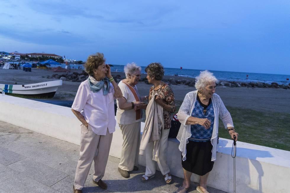 Un grupo de refugiasas que llegaron en los primeros barcos, en el Puerto de Veracruz,