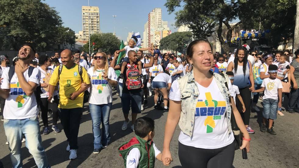 Participantes na grande festa evangélica do Brasil nesta quinta-feira em São Paulo.
