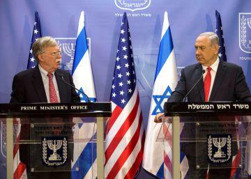 El primer ministro israelí, Benjamin Netanyahu (a la derecha), y el asesor de seguridad nacional estadounidense John Bolton, este domingo en Jerusalén.