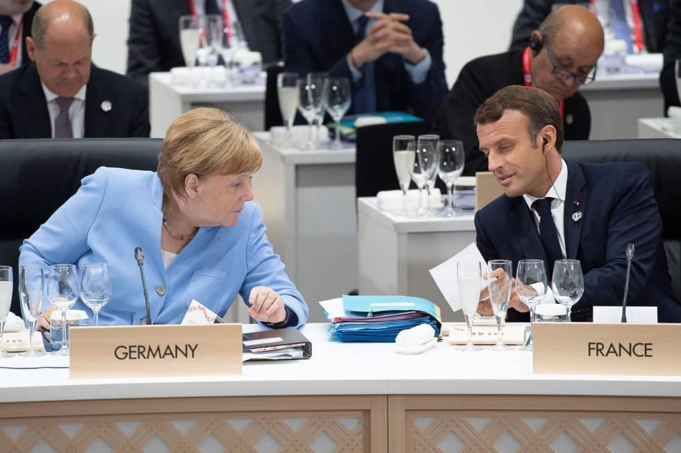 La canciller alemana, Angela Merkel, y el presidente francés, Emmanuel Macron, hoy en Osaka en la cumbre del G20.