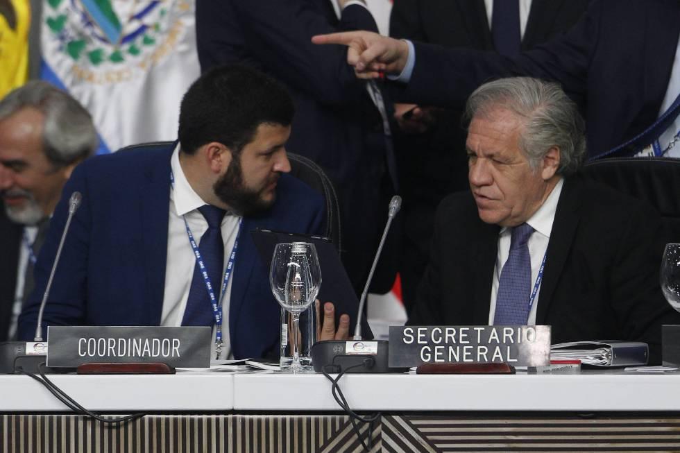 El opositor venezolano David Smolansky junto a Luis Almagro, secretario general de la OEA.