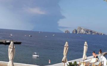 Columna de humo del volcán Stromboli
