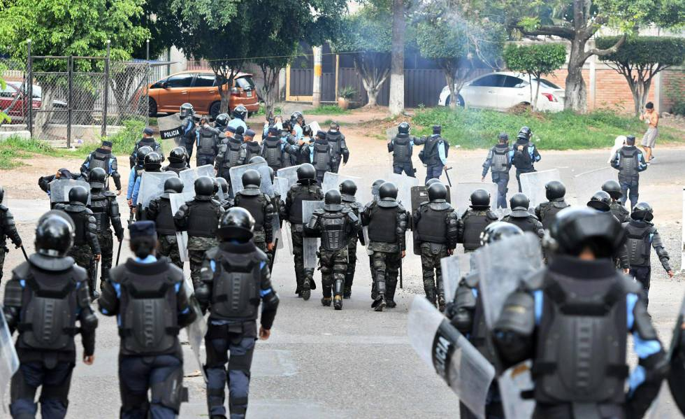 Represión de las manifestaciones contra Juan Orlando Hernández en Honduras.