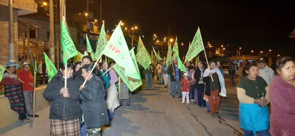 Concentración ciudadana contra la mina en el distrito de Dean Valdivia.