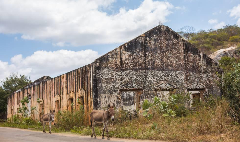 Ruinas de la antigua estación de tren en Senador Pompeu.