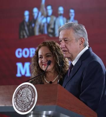 Sanjuana Martínez junto al presidente López Obrador.