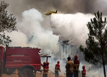 Aumentan a 30 los heridos en los incendios portugueses