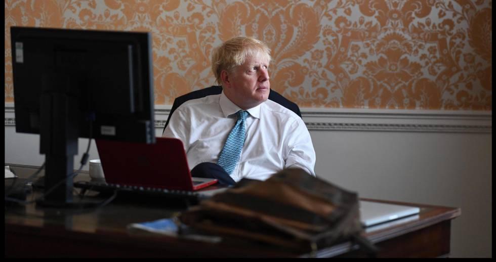 Boris Johnson, preparando su discurso antes de reunirse con la reina Isabel II, el pasado miércoles en Londres.