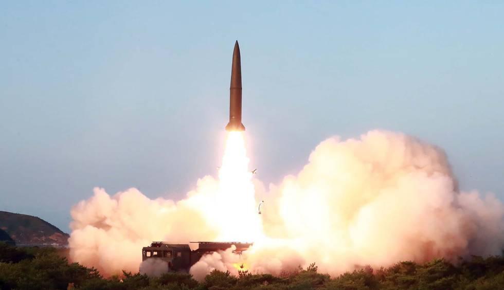 El lanzamiento de un misil norcoreano el pasado 25 de julio.