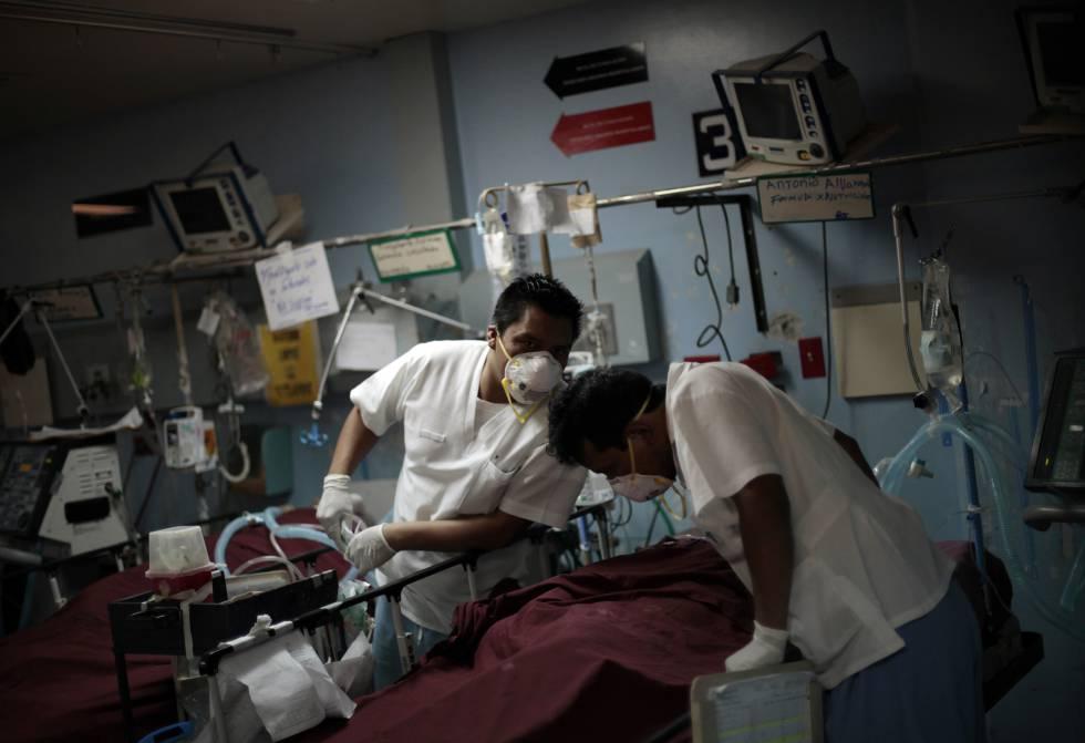 Personal médico en el Hospital San Juan de Dios en Guatemala.