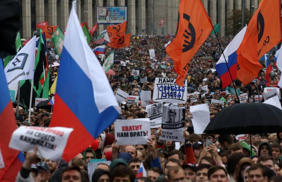 Protesta en Moscú el 10 de agosto para exigir que se permita participar en las elecciones locales a candidatos independientes.