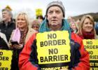 Merkel da 30 días a Johnson para una solución que evite el Brexit duro