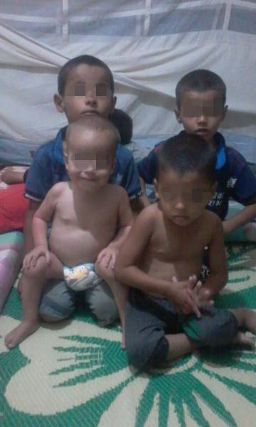The four Spanish orphans in a tent in the Al Roj camp for ISIS relatives in northeast Syria last July.