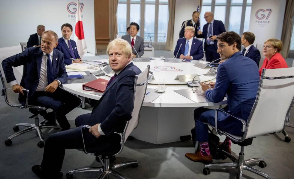 Sesión de trabajo de varios líderes mundiales en el marco de la cumbre del G7 en Biarritz (Francia), este domingo.