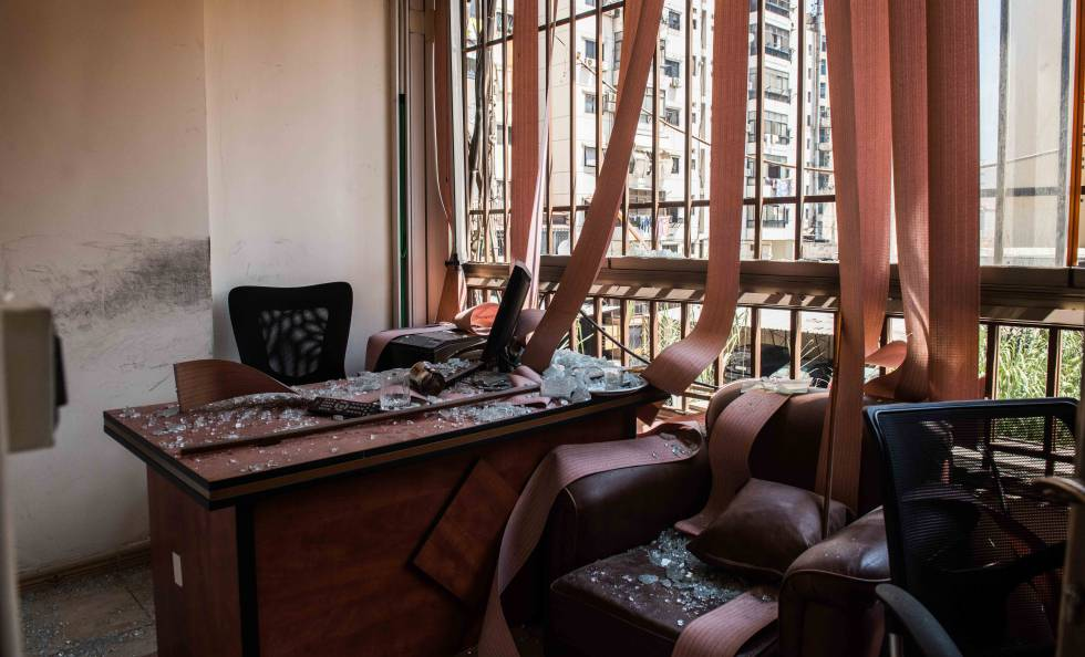Las oficinas del centro mediático de Hezbolá en la periferia de Beirut este domingo tras el ataque con drones