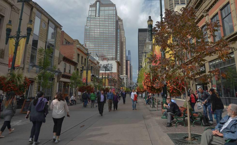 Una calle comercial de Calgary, la ciudad más poblada de Alberta, en septiembre de 2018.