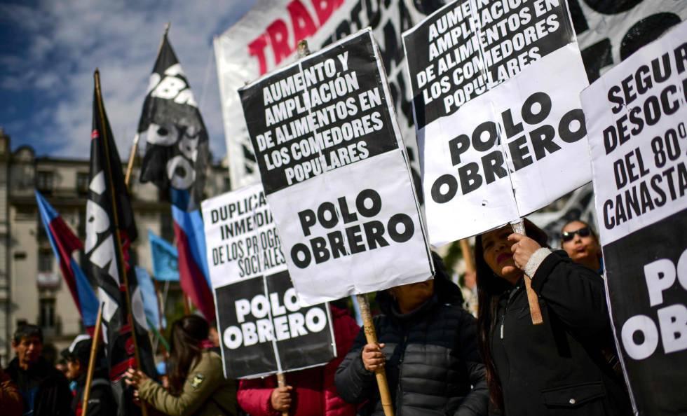Grupos opositores a Macri protestan en Buenos Aires contra la política económica del Gobierno, el pasado 23 de agosto.