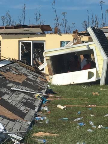 Edificios destruidos en Treasure Cay.