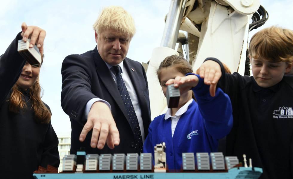 El primer ministro del Reino Unido, Boris Johnson, visita este jueves un colegio en Londres.