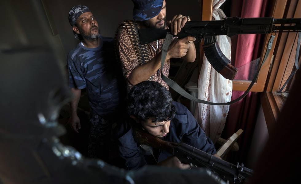 Milicianos aliados del Gobierno de Trípoli, a principios de septiembre cerca de la capital libia.