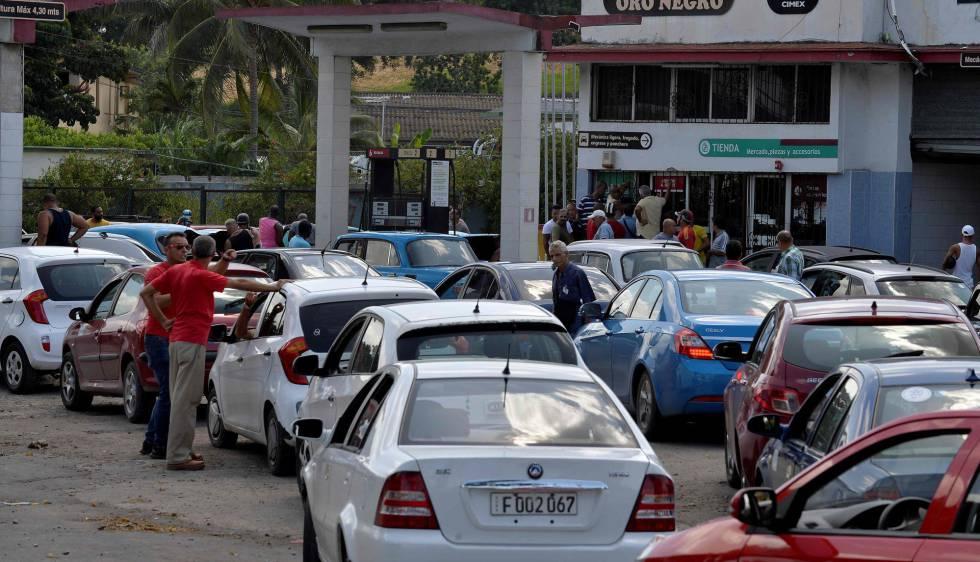 Colas para repostar combustible el pasado 19 de septiembre en La Habana.