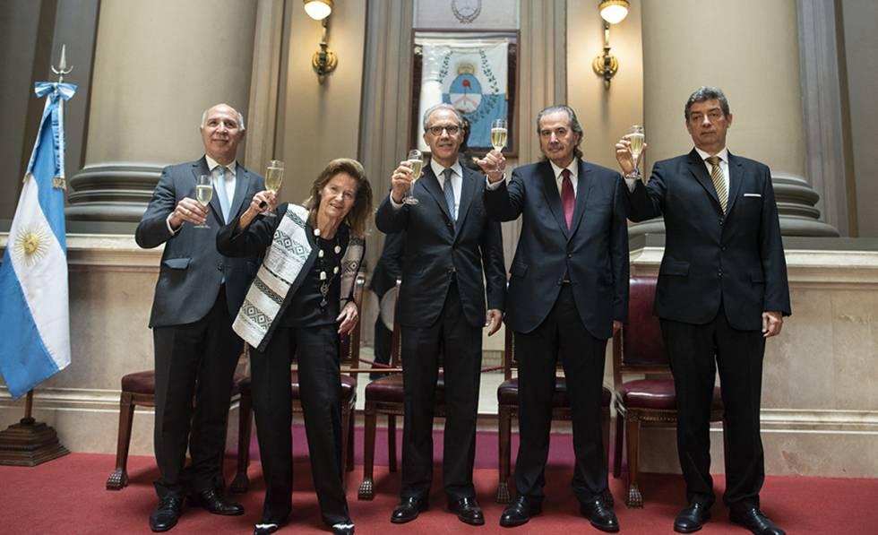 La Corte Suprema De Argentina Suspende Dos Decretos