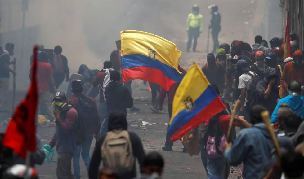 Manifestantes contra las políticas de Moreno, en Quito.
