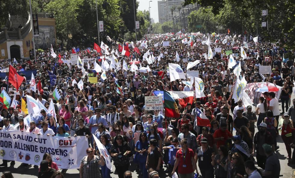 Aumenta la presión de la calle en Chile con protestas más multitudinarias