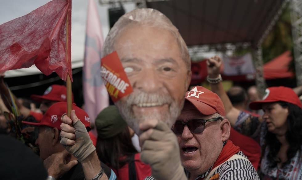 Seguidores de Lula este viernes.