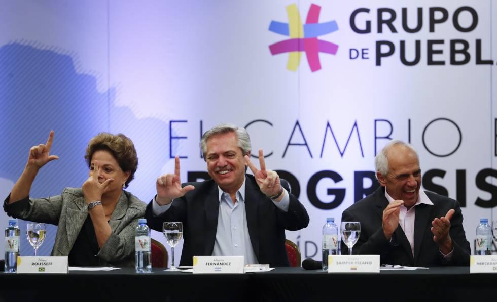 Dilma Rousseff, Alberto Fernández y Ernesto Samper saludan durante la apertura del segundo encuentro del Grupo de Puebla, este sábado en Buenos Aires.